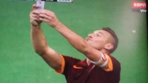 Francesco Totti: VIDEO GOL e selfie in Roma-Lazio