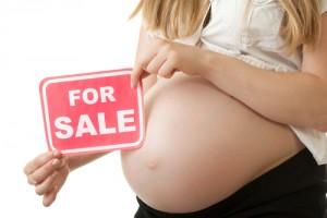 """Utero in affitto, Strasburgo a Italia: """"Diritto a figlio senza legame biologico"""""""