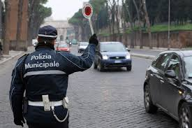 Roma: vigili aggrediti in campo nomadi, cercavano ladri iPhone