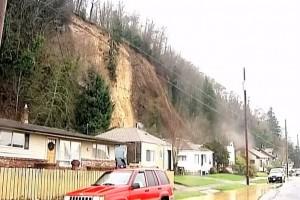 Usa, frana causata dalle piogge: la casa si sposta in avanti