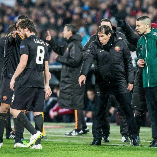 Feyenoord roma lancio di oggetti dei tifosi dagli spalti for Oggetti sacri roma