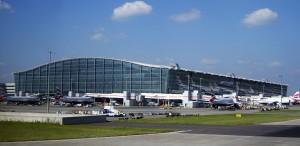 Londra, sospetta terrorista arrestata all'aeroporto di Heathrow