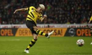 Juventus-Borussia Dortmund, Kevin Kampl sviene durante volo