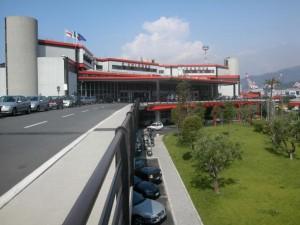 Genova: raffiche di vento a 80 km/h, aeroporto in tilt