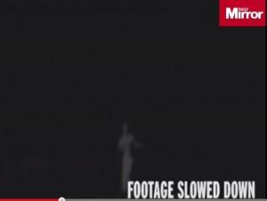 Manchester, lo strano essere filmato nella notte: un alieno?