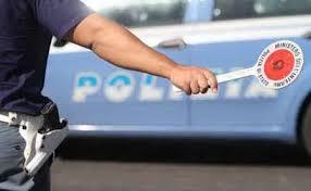 Auto rubata sfreccia a 210 km all'ora: inseguimento sull'A1. Arrestato un 23enne