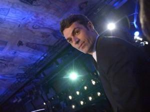 """Festival di Sanremo: Luca Argentero """"minaccia"""" suicidio, gag con Amendola"""