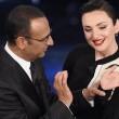 """Festival di Sanremo 2015, Arisa gag sull'anestetico: """"Ve lo consiglio a tutti"""""""