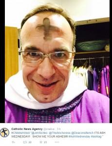 """Quaresima, i vescovi americani: su Twitter fate un """"selfie della croce"""""""