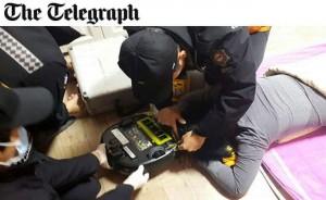 Corea: si addormenta per terra, robot aspirapolvere le risucchia i capelli FOTO