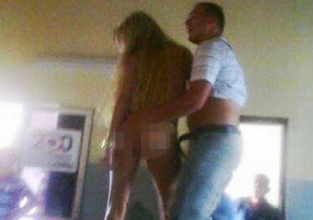 Paraguay, poliziotto balla in ufficio con donna nuda