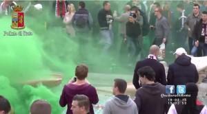 Video YouTube. Ultras Feyenoord, petardo esplode nella Barcaccia del Bernini