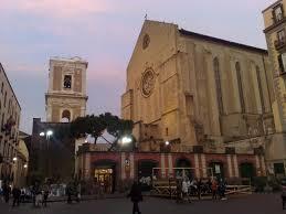 Napoli, pino crolla nella basilica di Santa Chiara: tragedia sfiorata