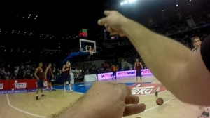 Arbitri con la telecamera, è rivoluzione: primo esperimento nel basket