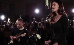 VIDEO YouTube Belen Rodriguez canta Amarti è folle per Non c'è due senza te