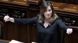 "Riforme, Camera approva seduta fiume. Rissa Lega-Ncd. M5s a Boldrini: ""Serva"""