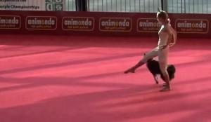 Dogdance, Sandra e il suo cane Lizzy ballano insieme