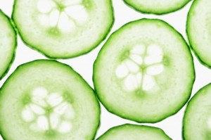 "Dimagrire mangiando, 10 cibi a calorie ""negative"": cetrioli, mele, papaya..."