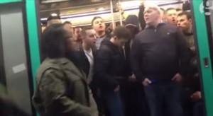 """YouTube VIDEO -  Tifosi del Chelsea non fanno salire un passeggero nero a bordo: """"Siamo razzisti!"""""""