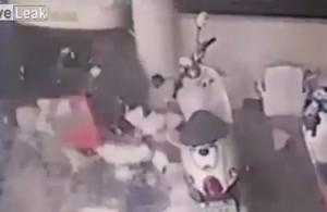 VIDEO YouTube. Donna annaffia le piante in veranda: travolta e uccisa da un'auto