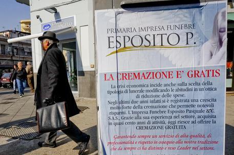 Napoli, cremazioni gratis contro funerali troppo cari
