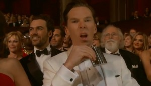 VIDEO YouTube Benedict Cumberbatch beve whiskey in prima fila a Oscar 2015