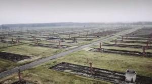 Auschwitz, il volo del drone sopra il campo di concentramento VIDEO