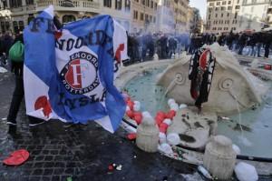 Ultrà Feyenoord. Roma sconfitta da 1000 ubriachi. Beffate Polizia e Uefa