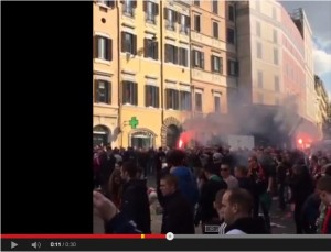 VIDEO Youtube: ultras Feyenoord a Roma occupano piazza di Spagna