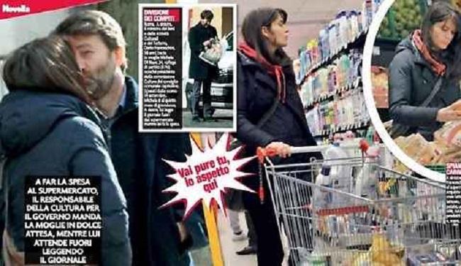 Franceschini fa spesa con moglie incinta. Lei spinge carrello lui legge giornale