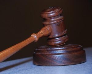 Avvocato obbligatorio per incidenti stradali e liti. Chi lo paga?