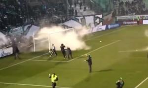 VIDEO YouTube - Panathinaikos-Olympiakos, guerriglia in campo. 2 feriti