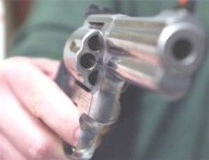 """Pensionato minaccia con pistola automobilista: """"Di chi era la precedenza?"""""""