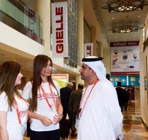 Dubai, azienda italiana con hostess alla fiera: minacce dei fondamentalisti su Fb
