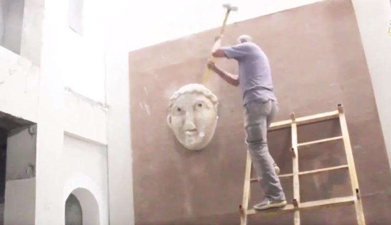 Isis, nuova distruzione di statue e bassorilievi antichi a Mosul03