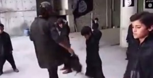 VIDEO YouTube Isis, campo di addestramento per bambini: calci e kalashnikov