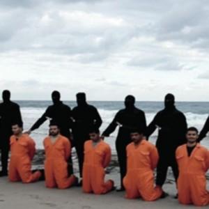 VIDEO YouTube Isis decapita 21 copti, filmato falso? Giganti, acqua, sangue...