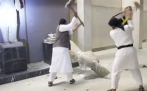 Guarda la versione ingrandita di I miliziani dell'Isis mentre distruggono le statue