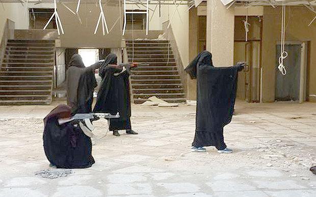 Zahra e Salma Halane, gemelle inglesi di Isis: velo integrale e kalashnikov FOTO