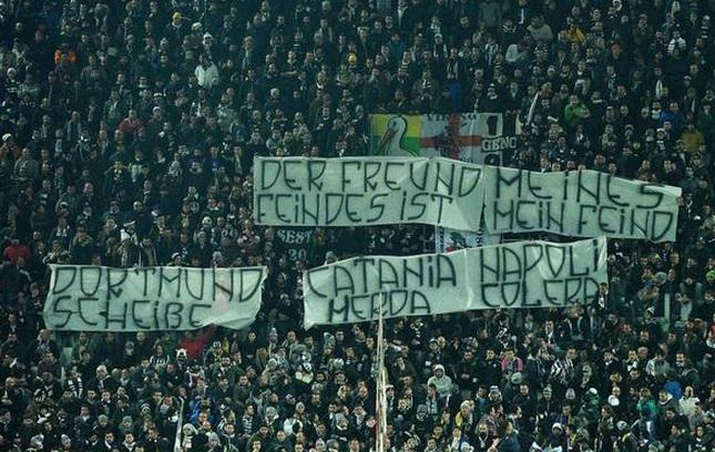 Juventus-Borussia Dortmund, striscione contro Napoli e Catania