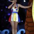 Super Bowl, performance Katy Perry: leone meccanico, 4 cambi abito, effetti speciali 24