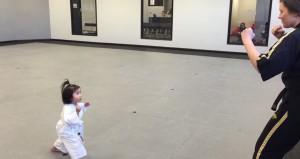 la prima lezione di taekwondo della bimba di 3 anni