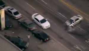 VIDEO YouTube, ruba auto e scappa per Los Angeles: polizia lo insegue, elicottero tv riprende