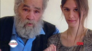 Charles Manson, aspirante moglie vuole solo il suo corpo. Esibirlo da morto rende
