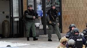 La polizia davanti alla scuola