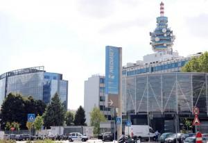 Berlusconi vuole le antenne della Rai: offerta Mediaset per Rai Way