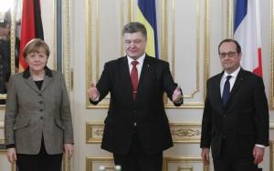 """Ucraina, Merkel a Mosca: """"Tregua non scontata"""". Ue verso nuove sanzioni a Russia"""