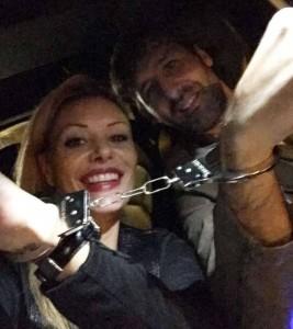 Foto profetica: Mimran e Pisnoli a una festa di Halloween con manette giocattolo, poco prima che venissero arrestati