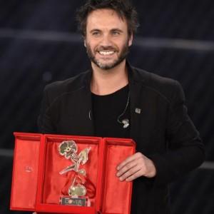 """Festival di Sanremo 2015: Nek miglior cover con """"Se Telefonando"""""""