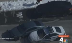 New York, rapinatore scappa in auto: polizia lo sperona e lo arresta